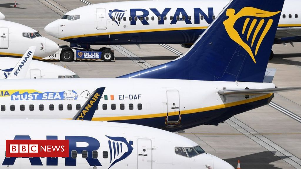 Ryanair to close base after pilots reject pay cut