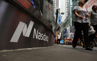 Stocks rise, Nasdaq outperforms as strong earnings offset economic fears